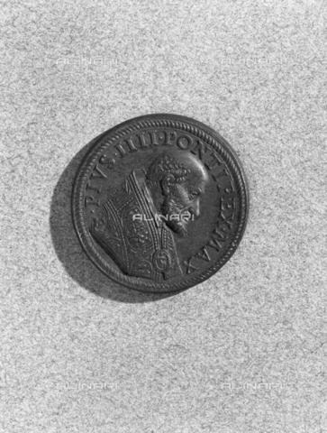 BEN-F-014762-0000 - Votive Medal of Pope Pius IV, recto - Raffaello Bencini/Alinari Archives, Florence