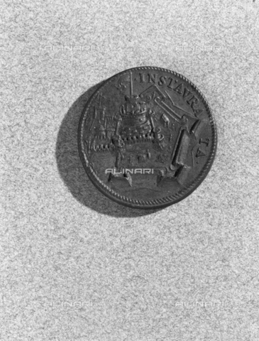 BEN-F-014763-0000 - Votive Medal of Pope Pius IV, verso with Castel sant'Angelo - Raffaello Bencini/Alinari Archives, Florence