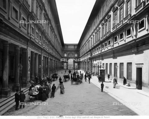 BGA-F-003101-0000 - The Vasari Loggia of the Uffizi, Piazzale degli Uffizi, Florence - Date of photography: 1890 ca. - Alinari Archives-Brogi Archive, Florence