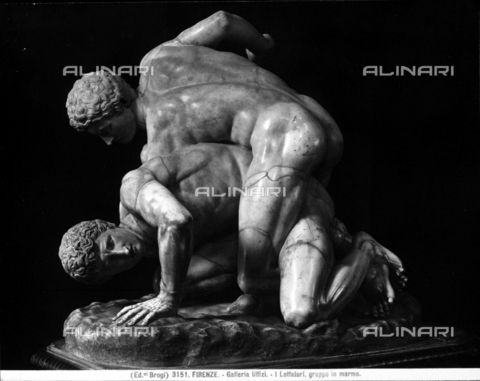 BGA-F-003151-0000 - Marble statue portraying the Wrestlers, at the Uffizi Gallery in Florence. - Date of photography: 1890 ca. - Alinari Archives-Brogi Archive, Florence