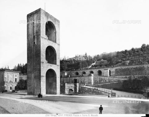 BGA-F-003247-0000 - Porta di San Niccolò and the Rampe designed by Giuseppe Poggi - Date of photography: 1920-1930 ca. - Alinari Archives-Brogi Archive, Florence
