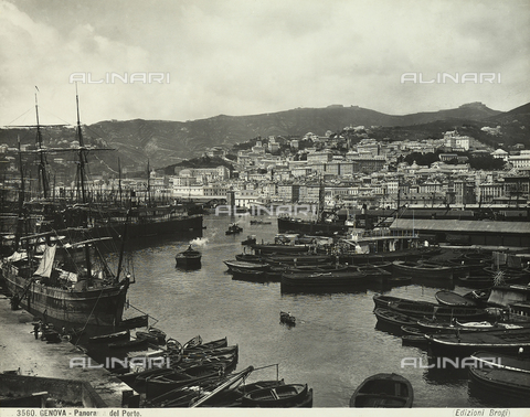 BGA-F-003560-0000 - View of Genoa's port.