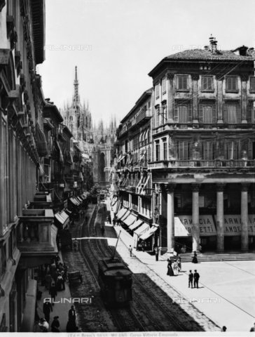 BGA-F-003830-0000 - Busy view of Corso Vittorio Emanuele II in Milan with the Cathedral in the background