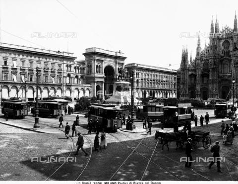 BGA-F-003906-0000 - Monument to Vittorio Emanuele II, Piazza del Duomo, Milan
