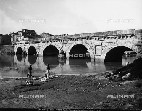 BGA-F-003936-0000 - Veduta del ponte di Augusto a Rimini - Data dello scatto: 1890 ca. - Archivi Alinari, Firenze