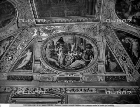 BGA-F-004433-0000 - Clement VII returns from France to Rome, fresco, Giovanni Stradano (1523-1605), Giorgio Vasari (1511-1574), Hall of Clement VII, Palazzo Vecchio, Florence - Date of photography: 1890 ca. - Alinari Archives-Brogi Archive, Florence
