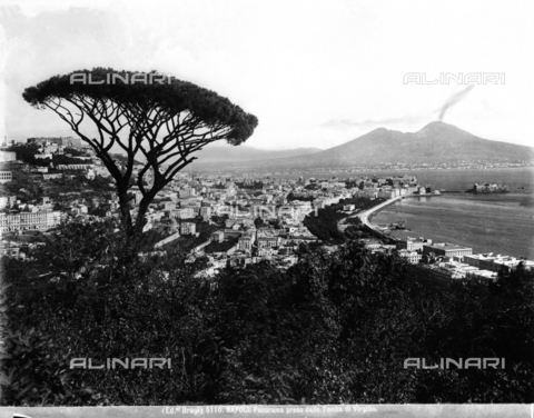 BGA-F-005110-0000 - View of the Gulf and the city of Naples with Vesuvius in the background.