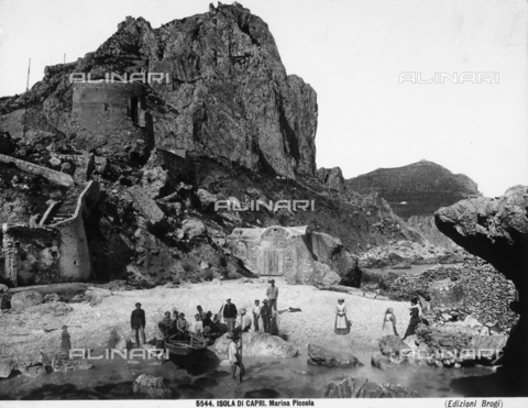 BGA-F-005544-0000 - Group of fishermen on the Marina Piccola beach on the Isle of Capri