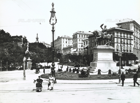BGA-F-008755-0000 - Piazza Corvetto, in Genoa, with the equestrian monument to Victor Emmanuel II in the center
