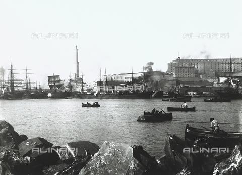 BGA-F-008798-0000 - Genoa's port