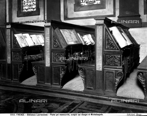 BGA-F-008953-0000 - The image shows three plutei of the Medici Laurentian Library upon which are placed ancient manuscripts arranged as they would have been in the past. - Data dello scatto: 1890 ca. - Archivi Alinari, Firenze