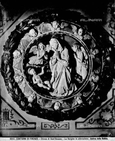 BGA-F-009841-0000 - Virgin in Adoration, Glass Ceramic, Andrea della Robbia (1435-1525 / 1528), Church of Sant'Ansano, Fiesole - Date of photography: 1890 ca. - Alinari Archives-Brogi Archive, Florence