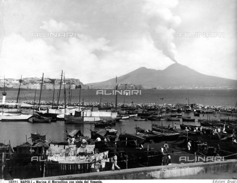 BGA-F-010221-0000 - Mergellina Marina with view of Vesuvius.