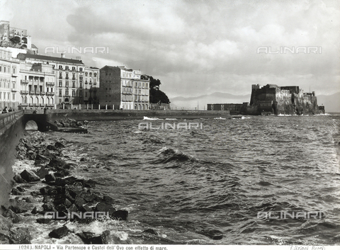BGA-F-010243-0000 - Moderate sea at the shore of Via Partenope in Naples. In the background, Castel dell'Ovo