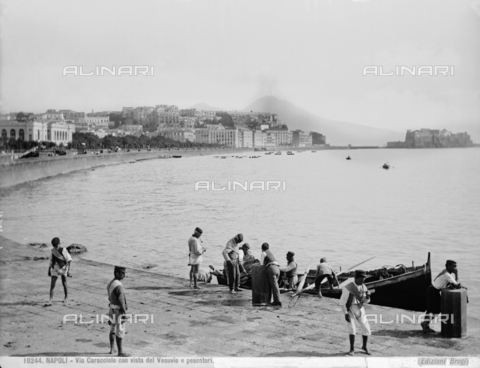 BGA-F-010244-0000 - Fishermen on the shore at Via Caracciolo in Naples. In the background, a view of the city with Mount Vesuvius