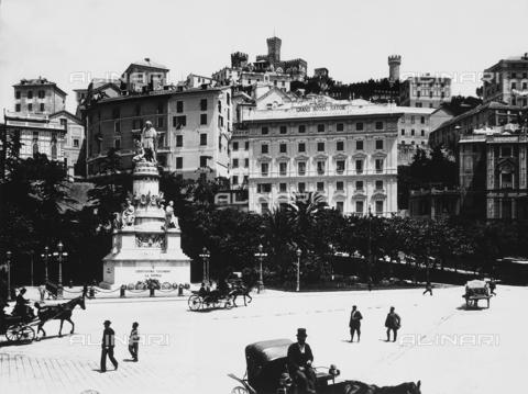 BGA-F-010522-0000 - Monument to Raffaele Rubattino, Piazza Caricamento, Genoa
