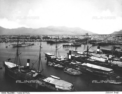 BGA-F-010848-0000 - Moored boats in the port of Palermo
