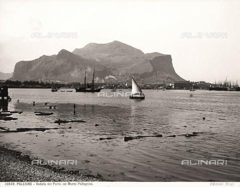 BGA-F-010849-0000 - Il porto di Palermo con alle spalle il Monte Pellegrino
