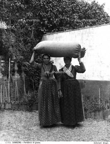 BGA-F-012165-0000 - Two women bearing wheat on their heads in San Remo.