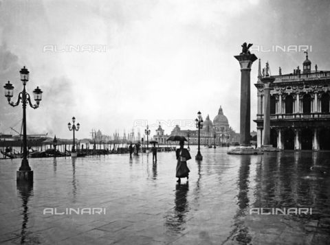 BGA-F-012392-0000 - View of the lagoon from Piazzetta San Marco in the rain. The monolithic column topped by a statue of the Lion of St. Mark and the Church of Santa Maria della Salute are clearly visible