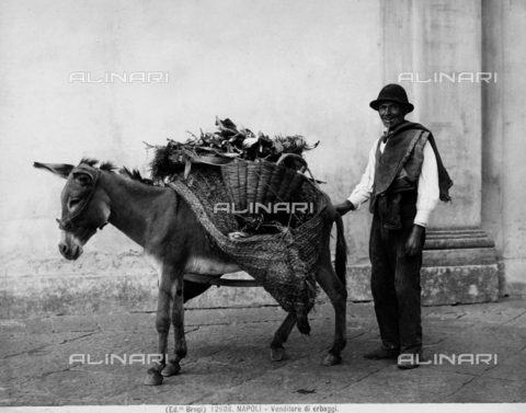 BGA-F-012608-0000 - Travelling salesman with groceries, Naples.