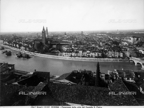 BGA-F-013197-0000 - Panoramic view of the city of Verona from Castel S. Pietro.