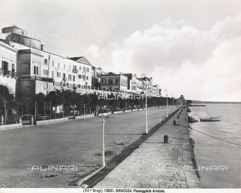 BGA-F-013831-0000 - Panoramic view of the seafront of Syracuse