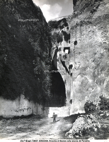 BGA-F-013837-0000 - The so-called Ear of Dionysus, an arch-shaped cut in the rock of the Latomia dei Cappuccini (Capuchin Quarry) in Syracuse