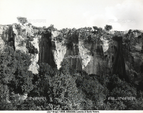 BGA-F-013838-0000 - View of the Latomia di Santa Venera, or Saint Venera Quarry, in Syracuse