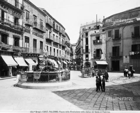 """BGA-F-013957-0000 - The fountain with the """"Genio di Palermo"""" in Piazza della Rivoluzione - Date of photography: 1915-1920 ca. - Alinari Archives-Brogi Archive, Florence"""