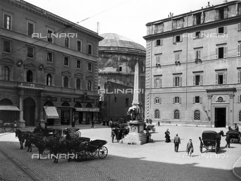 BGA-F-016295-0000 - Elephant supporting the obelisk (Pulcin della Minerva), Gian Lorenzo Bernini and Ercole Ferrata, Piazza della Minerva, Rome