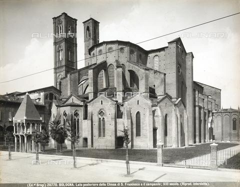 BGA-F-020770-0000 - Veduta absidale della Chiesa di San Francesco a Bologna, con il campanile. - Data dello scatto: 1920 - 1930 ca. - Archivi Alinari, Firenze