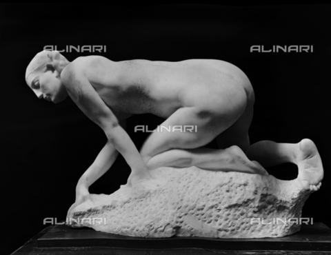 BGA-F-022939-0000 - Statua raffigurante la Lupa, opera di Giuseppe Graziosi, conservata presso la Galleria d'Arte Moderna, a Roma. - Data dello scatto: 1920 - 1930 ca. - Archivi Alinari, Firenze