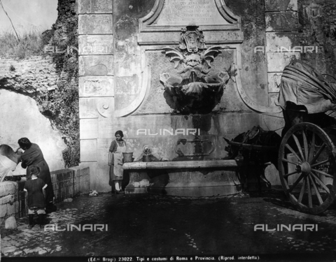BGA-F-023022-0000 - Two women with buckets filled with water by the fountain of Porta Furba, via Tuscolana, while a horse drinks