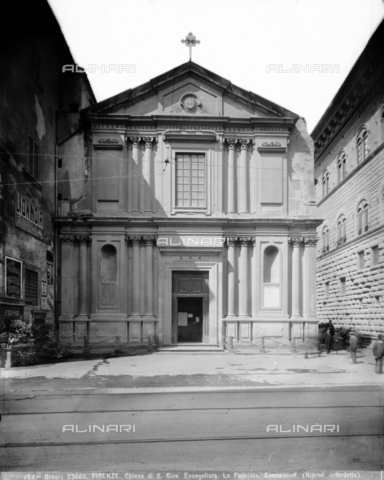 BGA-F-023666-0000 - The church of San Giovannino degli Scolopi in via Martelli at the corner with via Gori in Florence. The church was built according to the Ammannati project. The works were concluded by Alfonso Parigi il Giovane - Date of photography: 1920-1930 ca. - Alinari Archives-Brogi Archive, Florence
