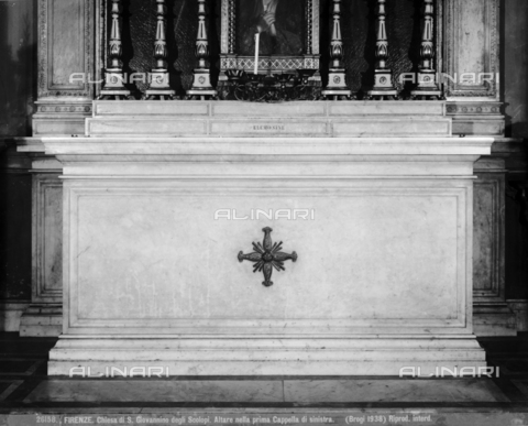 BGA-F-026158-0000 - Altar of the first chapel on the left side inside the church of San Giovannino degli Scolopi in via Martelli at the corner with via Gori in Florence - Date of photography: 1938 - Alinari Archives-Brogi Archive, Florence