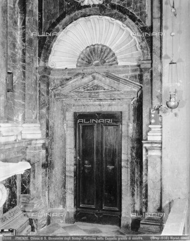 BGA-F-026160-0000 - Door of the first chapel on the left side of the church of San Giovannino degli Scolopi in via Martelli at the corner with via Gori in Florence - Date of photography: 1938 - Alinari Archives-Brogi Archive, Florence