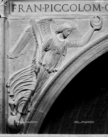 BGA-F-026766-0000 - Angel with palm and crescent, detail of the Altar Piccolomini, marble, Andrea Bregno (c. 1418-1503), left aisle, Cathedral (Metropolitan Cathedral of Santa Maria Assunta), Siena - Date of photography: 1920-1930 ca. - Alinari Archives-Brogi Archive, Florence