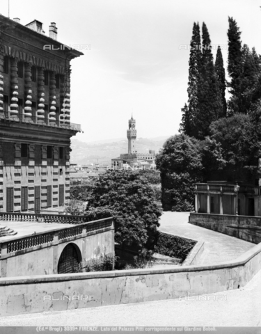 BGA-F-03039A-0000 - Detail of the Boboli Gardens with Palazzo Pitti and in the background Palazzo Vecchio, Florence - Date of photography: 1890 ca. - Alinari Archives-Brogi Archive, Florence