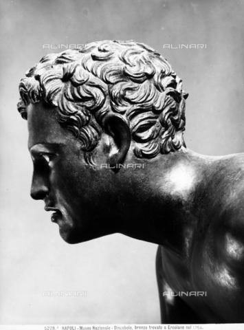 BGA-F-05278A-0000 - Volto del Discobolo in bronzo dorato, conservato al Museo Archeologico Nazionale di Napoli - Data dello scatto: 1920 ca. - Archivi Alinari, Firenze