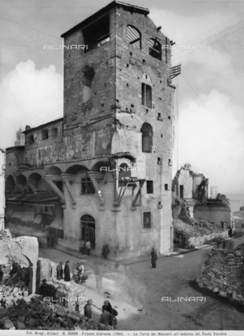 BGA-F-055609-0000 - The tower of the Mannelli near the Ponte Vecchio in Florence damaged by the explosion of the mines of World War II - Date of photography: 1944 - Alinari Archives-Brogi Archive, Florence