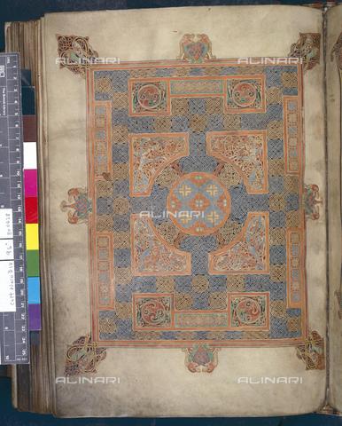"""BLB-S-00C041-9901 - Pagina decorata che apre il Vangelo di San Marco tratta da """"Lindisfarne Gospels"""", British Library, Londra - The British Library Board/Archivi Alinari, Firenze"""