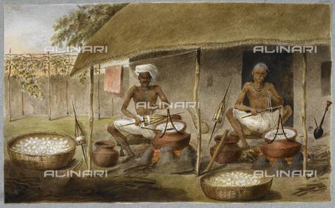 BLB-S-00F601-0704 - Due uomini seduti fuori da una capanna estraggono la seta dai bozzoli e l'avvolgono nei fusi, (ca. 1820), British Library, Londra - The British Library Board/Archivi Alinari, Firenze