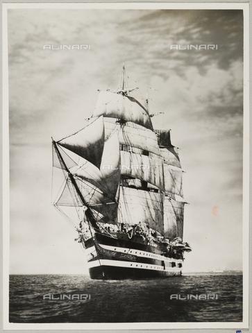 """BMD-A-000001-0005 - Regia Nave Scuola """"Amerigo Vespucci"""" - Data dello scatto: 1938 ca. - Raccolte Museali Fratelli Alinari (RMFA)-donazione Miniati, Firenze"""