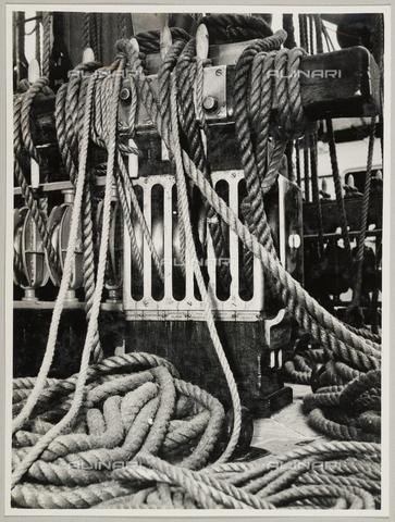 """BMD-A-000001-0026 - Regia Nave Scuola """"Amerigo Vespucci"""": cime - Data dello scatto: 1938 ca. - Raccolte Museali Fratelli Alinari (RMFA)-donazione Miniati, Firenze"""