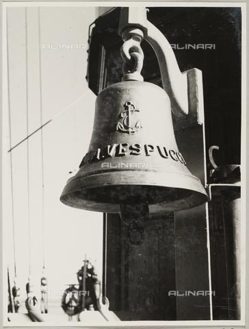 """BMD-A-000001-0039 - Regia Nave Scuola """"Amerigo Vespucci"""": la campana - Data dello scatto: 1938 ca. - Raccolte Museali Fratelli Alinari (RMFA)-donazione Miniati, Firenze"""