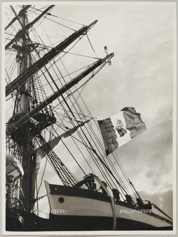 """BMD-A-000001-0041 - Regia Nave Scuola """"Amerigo Vespucci"""": uno dei tre alberi della nave - Data dello scatto: 1938 ca. - Raccolte Museali Fratelli Alinari (RMFA)-donazione Miniati, Firenze"""
