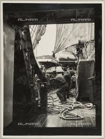 """BMD-A-000001-0052 - Regia Nave Scuola """"Amerigo Vespucci"""": interno della nave - Data dello scatto: 1938 ca. - Raccolte Museali Fratelli Alinari (RMFA)-donazione Miniati, Firenze"""