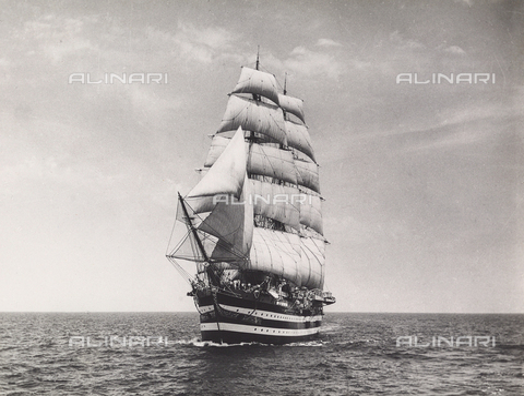 """BMD-A-000001-0060 - Regia Nave Scuola """"Amerigo Vespucci"""" - Data dello scatto: 1938 ca. - Raccolte Museali Fratelli Alinari (RMFA)-donazione Miniati, Firenze"""