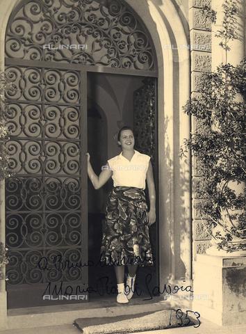 BMD-F-000459-0000 - Ritratto della nobildonna Maria Pia di Savoia con dedica a Bruno Miniati - Data dello scatto: 1953 - Archivi Alinari, Firenze